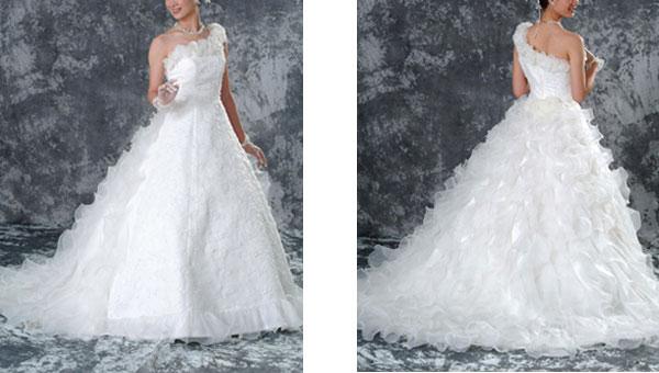 結婚式の二次会パーティで人気のウェディングドレスが格安
