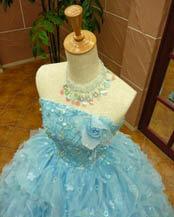 可愛いブルー色のカラードレス