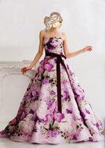 プリント柄で紫色のカラードレス
