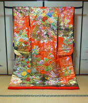 手刺繍による高級和装打掛のレンタルが京都滋賀で人気のブルースター