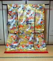 金色の和装打掛レンタルが京都滋賀で人気