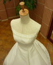 シンプルなウェディングドレスのレンタルが格安