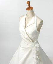 シンプルな襟付きウェディングドレスのレンタルが格安