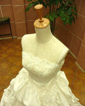 ボリュームのある可愛いウェディングドレスのレンタルが格安で人気