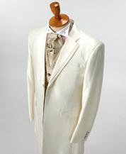 ゴールド系の刺繍をあしらったカッコイイホワイトタキシードを格安にレンタル